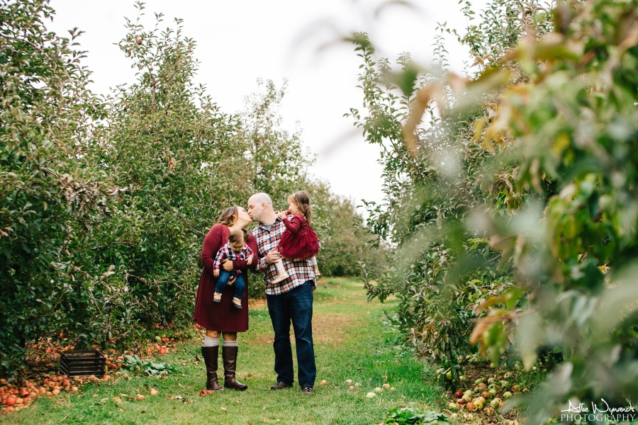 McGuinn Family Session | LinvillaOrchards